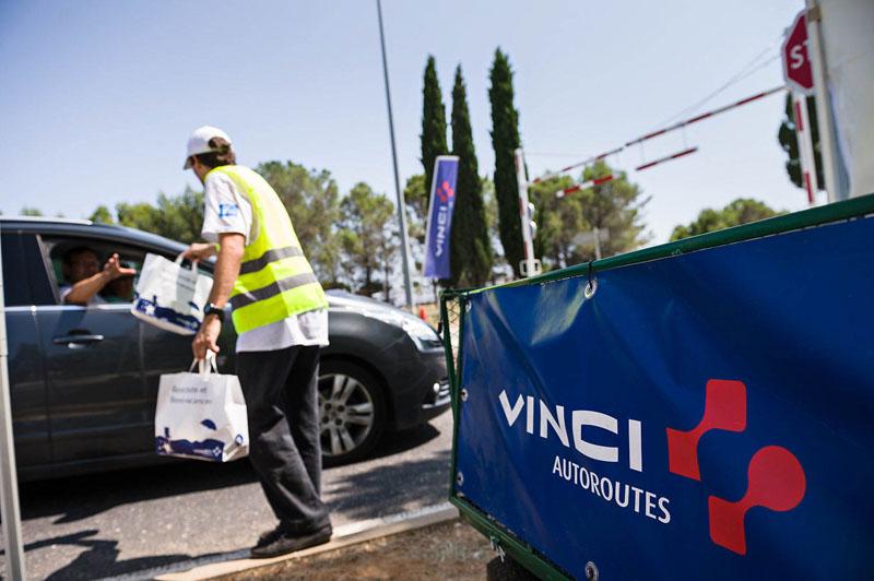 La rfe met en place une opération de Trip Marketing en distribuant des produits offert par les autoroutes Vinci
