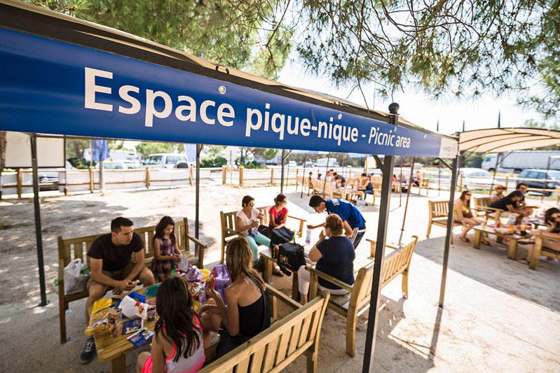 La RFE met en place une opération de Trip Marketing pour les usagers des autoroutes Vinci en organisant des espaces pique nique sur les aires de repos