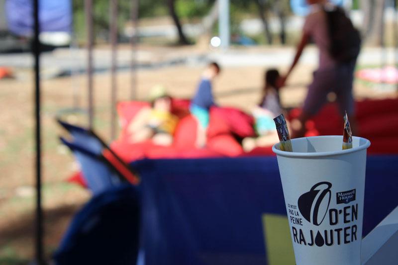 La RFE met en place une opération de Trip Marketing pour Maxwell en proposant des espaces détente et en offrant des cafés sur les aires d'autoroutes Vinci
