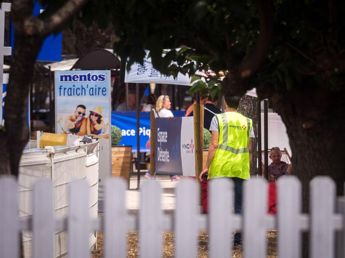 La RFE met en place une opération de Trip Marketing pour Mentos en proposant des espaces détente et en faisant de la publicité sur les aires d'autoroutes Vinci