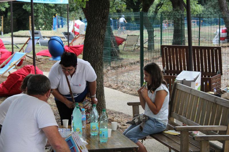 La RFE met en place une opération de Trip Marketing pour Salvetat en offrant des bouteilles sur les aires d'autoroutes Vinci